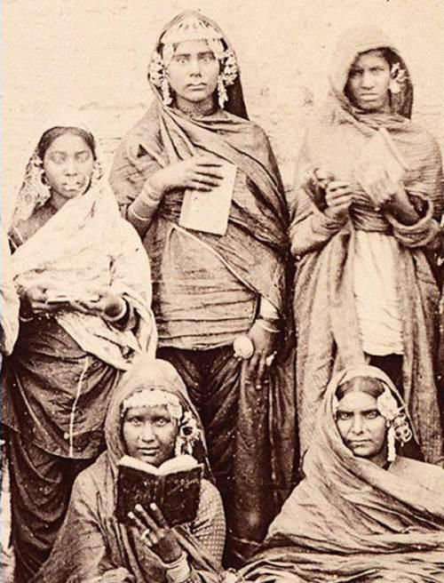 1875. Amritsar. Sikh girls enrolled in a school run by the Church Missionary School. Source: G T 1588's Facebook page.