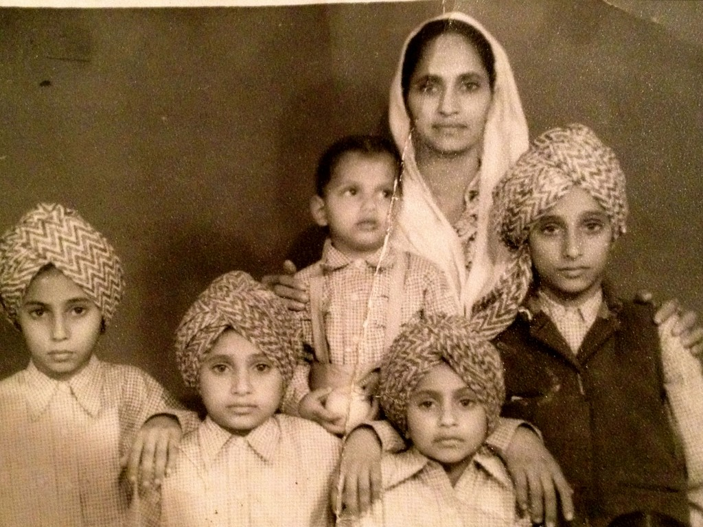 Year 1957. Ratan Kaur with her children in Punjab. Source: Private collection.