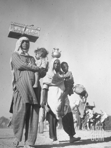 Sikhs Migrating to India after the 1947 Partition of Punjab. Photo by Margaret Bourke-White. This image comes from the historical archives of LIFE Magazine. Source: Art.com