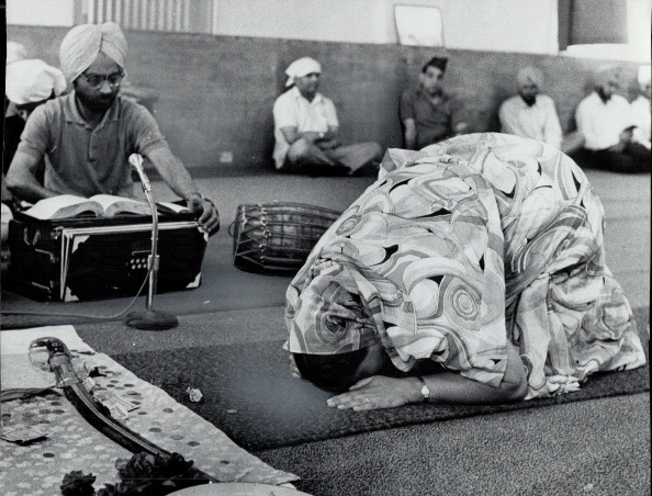 1969. A woman mathateks at a Torono Gurdwara. Photo by Dave Norris. Toronto Star via Getty Images.