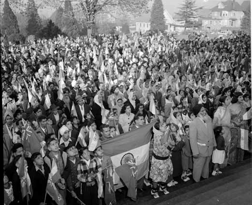 1949. Crowd with flags greeting Jawaharlal Nehru (off camera) outside the Sikh gurdwara. Photo by Province Newspaper. Source: City of Vancouver Archives.