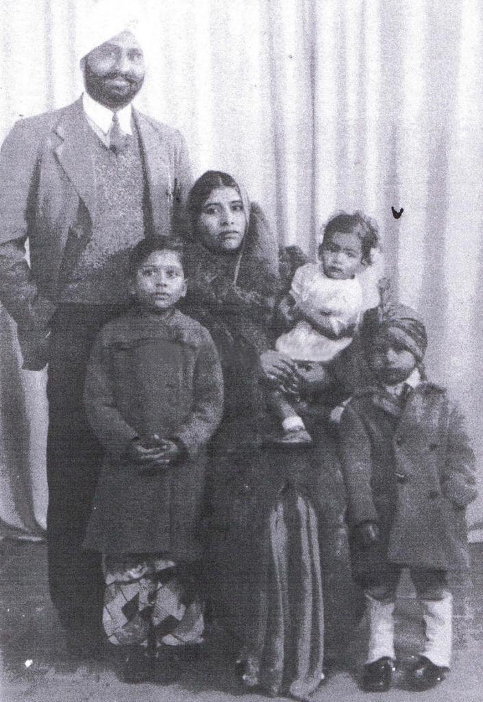 1938. UK. Harnam Singh Kaumi & family. Source: http://www.bhatra.co.uk/manage/html/gallery.html