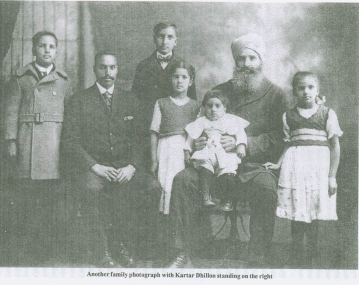 1915s. Kartar Dhillon standing on the right and his family. Source: http://www.sikhpioneers.org/gadarphoto.html