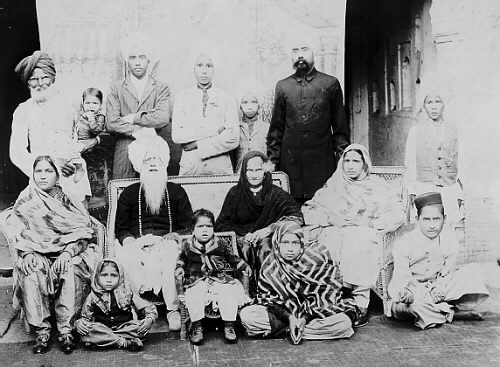 1890. Punjab. A Sikh family. Source: http://www.sikhs.org/memories/photo_1.html