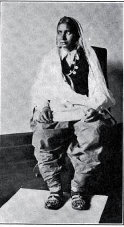 "A 1913 photograph of an Indian woman emigrant. at Ellis Island, USA. Her attire is described as "" genuine harem skirt"". May or may not be Sikh. Source: http://www.gjenvick.com/Immigration/EllisIsland/1913-01-ImmigrantsGoingThroughEllisIsland.html#axzz3sW4tUf1H"