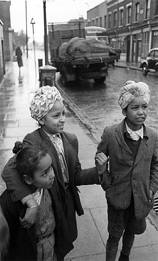 Two Sikh boys and a girl in the UK. Circa: 1960s. Source: https://www.pinterest.com/pin/359302876498341912/