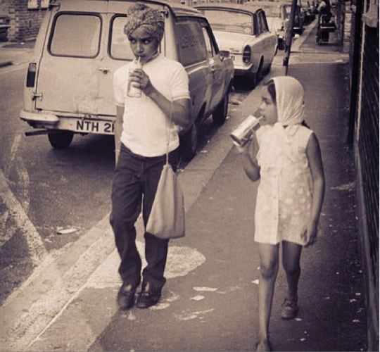 A Sikh girl and boy in London, by Henry Grant. 1970s. Source: http://webarchive.nationalarchives.gov.uk/+/http://www.movinghere.org.uk/deliveryfiles/MOL/HG2826A_13/0/1.pdf