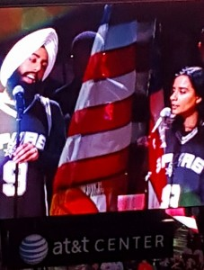 Brother and sister, Gurpreet Singh & Soni Kaur Sarin, sing the National Anthem. Photo by Manpreet K Singh